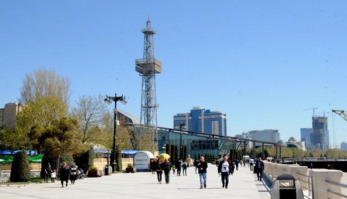 Численность населения Баку ежегодно увеличивается на 20-30 тыс человек