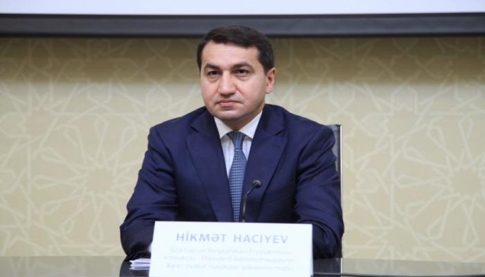 """Hikmət Hacıyev: """"Məcburi köçkünlərin evlərinə qayıtmaq hüququ var"""""""