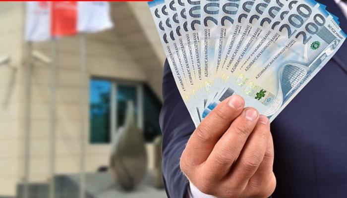 Azərbaycanın dövlət banklarının kredit qoyuluşunda payı azalıb