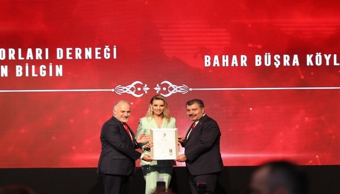 Esra Erol, 'Platin Madalya' ödülüne layık görüldü