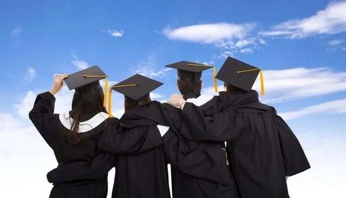 Üniversitede tekstili seçene hem asgari ücret hem de iş garantisi