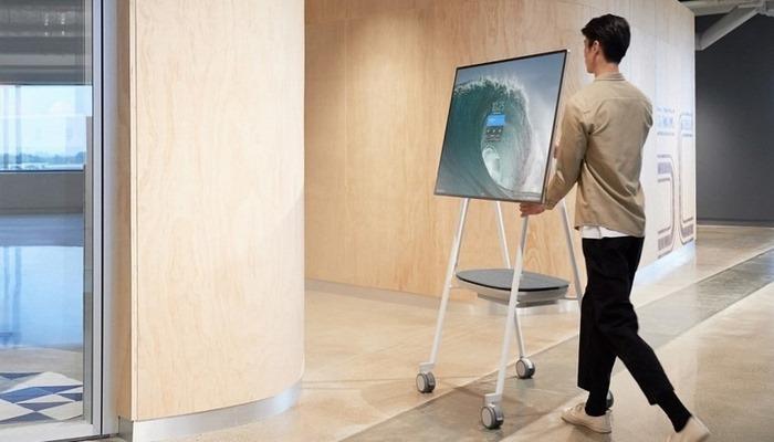 Microsoft представила Surface Hub 2S: огромный планшет