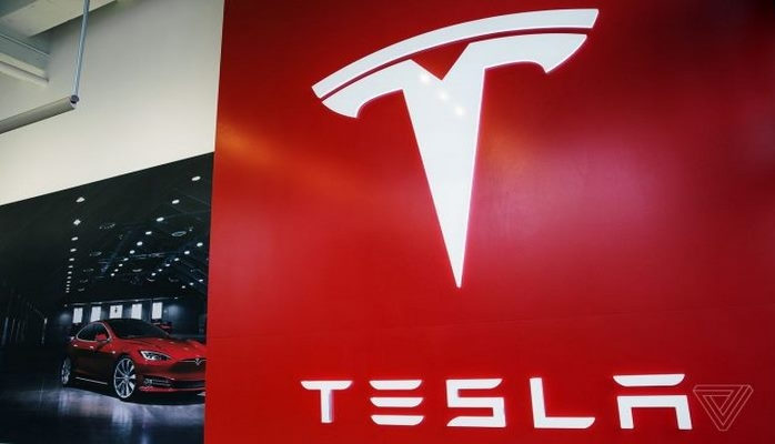 Teslanın investorları İlona Maskı məhkəməyə verib