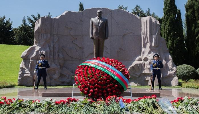 Исполнилось 15 лет со дня смерти общенационального лидера Гейдара Алиева