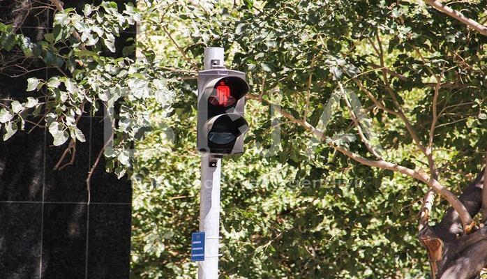В Баку установлен еще один сенсорный светофор