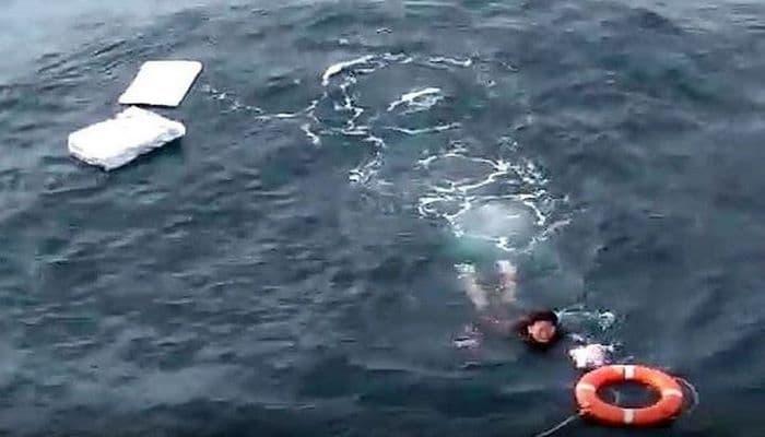 Корейский рыбак пережил океанский шторм на куске пенопласта