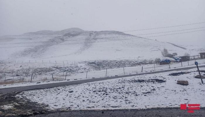 В горных районах северного региона Азербайджана выпал снег