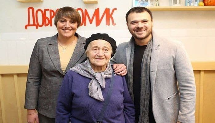 Эмин Агаларов открыл в Москве бесплатное кафе для пожилых людей