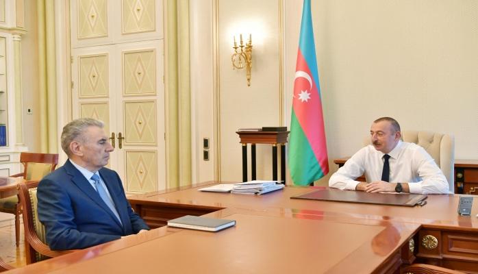 Президент Ильхам Алиев принял Али Гасанова  в связи с поданным им заявлением об освобождении от должности