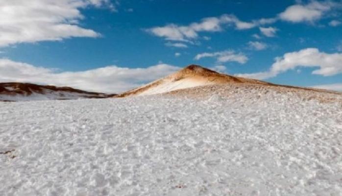 Dünyanın ən böyük səhrasına qar yağıb