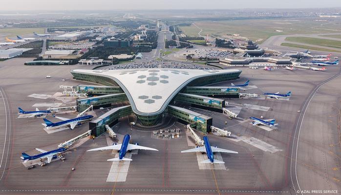 Сильный ветер в Баку не повлиял на работу Международного аэропорта Гейдар Алиев