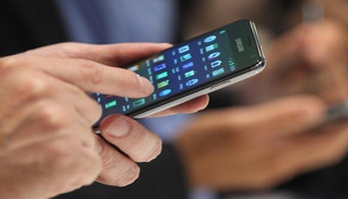 В азербайджанских школах предложили запретить использование мобильных телефонов