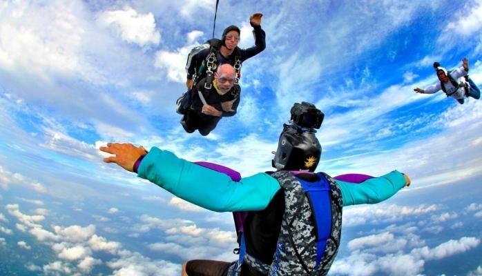 102 yaşlı ən qoca paraşütçü