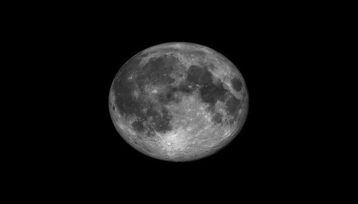 Ученые выяснили, что скрывается под поверхностью Луны