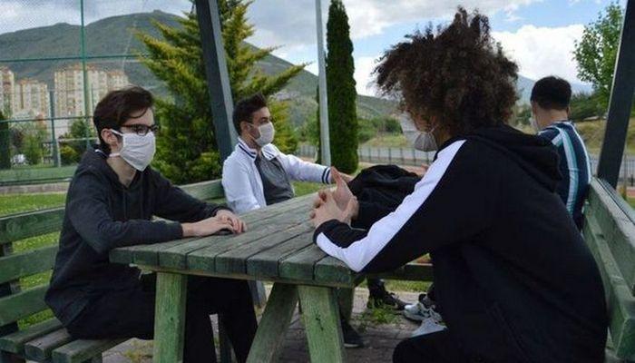 10-19 yaşlı insanlarda koronavirusun yayılma sürəti daha böyükdür - ARAŞDIRMA