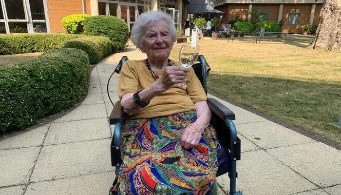 107 yaşlı qadın uzun ömürlülüyünün sirrini açdı