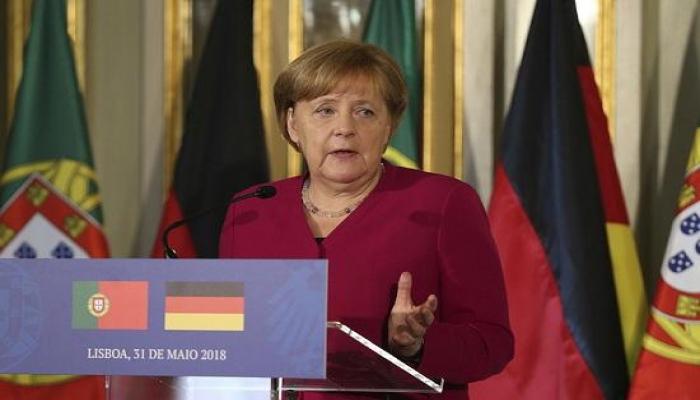 Merkel etiraf etdi: Yorulmuşam, yatmaq istəyirəm
