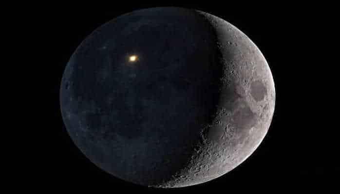 Луна столкнулась с неизвестным объектом