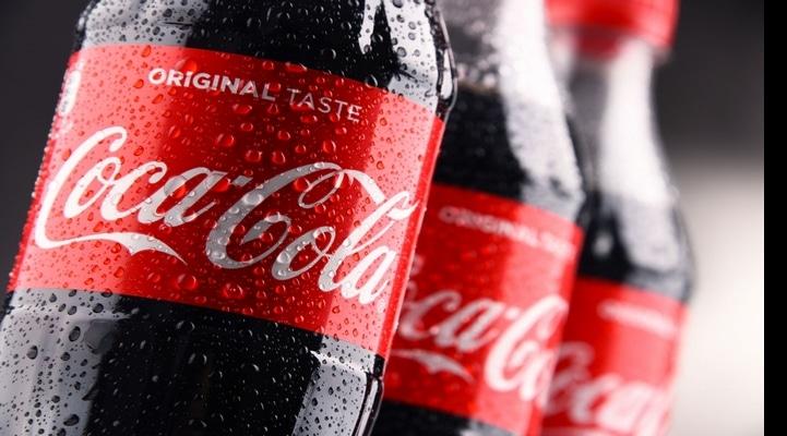 Coca-Cola будет продолжать использовать пластиковые бутылки