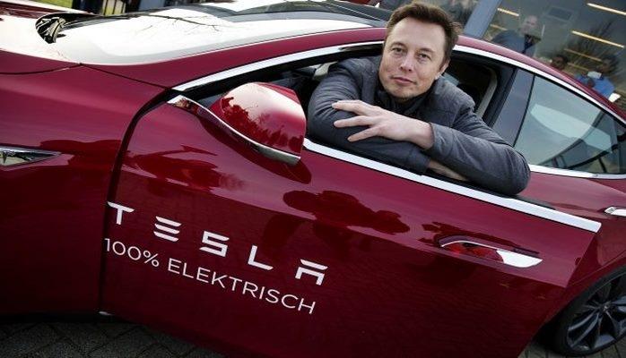 İlon Mask 10 milyon dollarlıq Tesla səhmlərini alıb