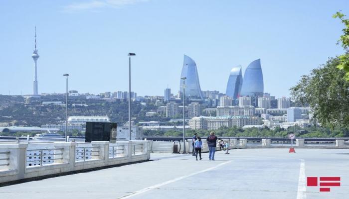 В Азербайджане разрешено собираться в общественных местах в группы до 10 человек