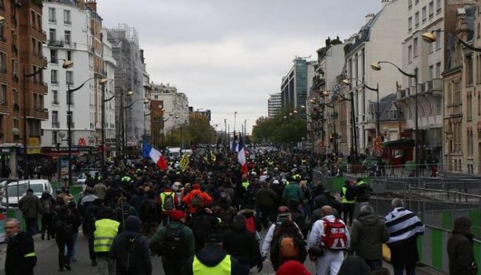 В Париже полиция применила слезоточивый газ против «желтых жилетов»