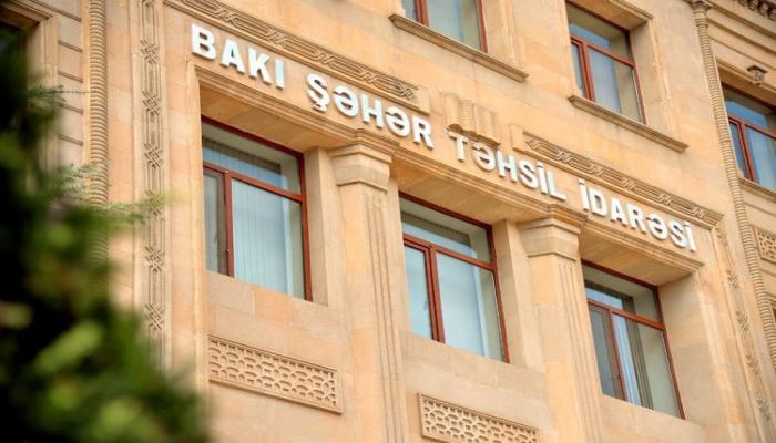 В Баку 19 выпускников XI класса удостоены золотыми, 7 - серебряными значками