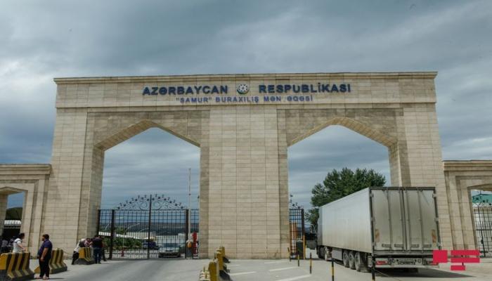 Еще 400 граждан Азербайджана доставлены на родину из России