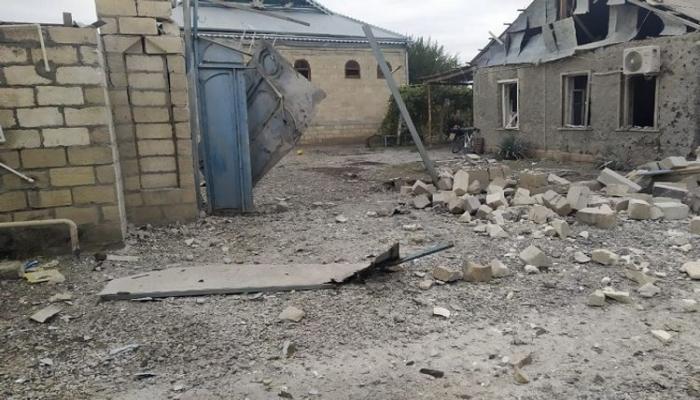 Армянские снаряды попали в жилые дома в Агдаме