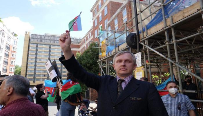 Britaniyalı jurnalist ermənilər tərəfindən azərbaycanlı mülki əhalinin öldürülməsini qınayıb