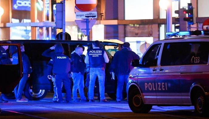 Vyanada sinaqoq yaxınlığında baş vermiş atışmada 7 nəfər ölüb