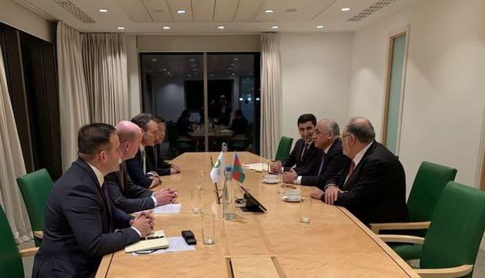 Али Асадов встретился в Лондоне с исполнительным директором ВР