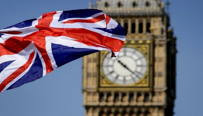 В Великобритании выдают новые загранпаспорта без символики ЕС