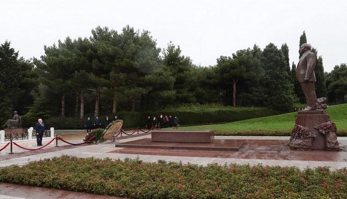 Коллектив Конституционного суда посетил могилу общенационального лидера Гейдара Алиева