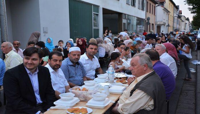 Türkiyədə 12 min nəfərlik iftar süfrəsi