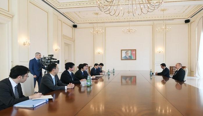 Президент Азербайджана Ильхам Алиев принял делегацию во главе с министром иностранных дел Японии Таро Коно