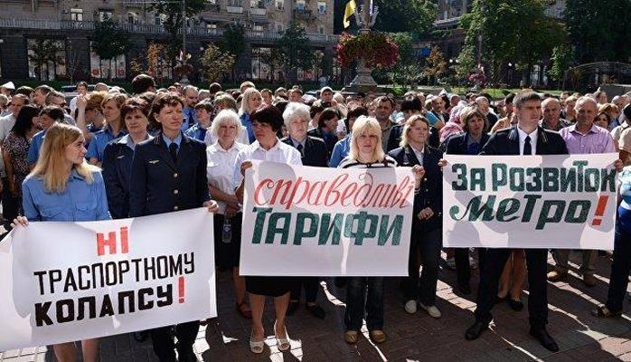 Ukraynada deputatın maşını insanların üzərindən keçdi