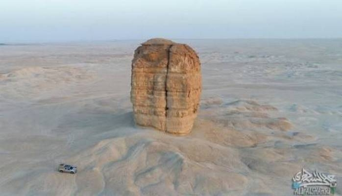 Nuhun tufanından sonra salamat qalmış dağ üzə çıxdı