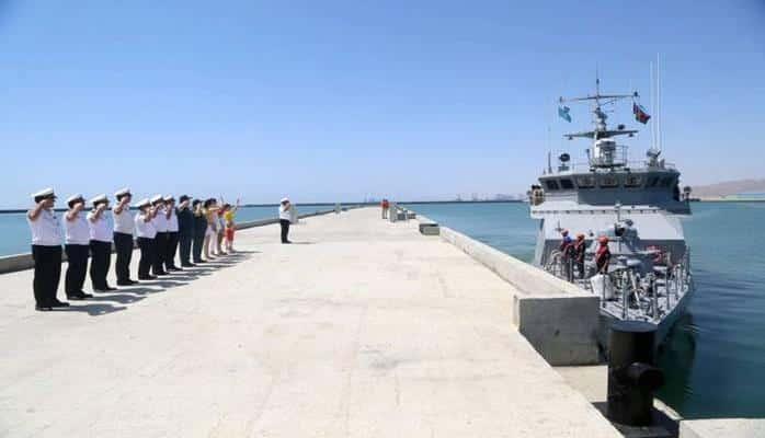 оенный корабль Казахстана покинул Бакинский порт
