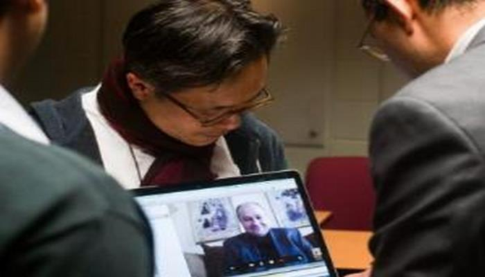 """""""Microsoft"""" korporasiyası """"Skype"""" istifadəçiləri arasında danışıqların dinlənilməsini etiraf edib"""
