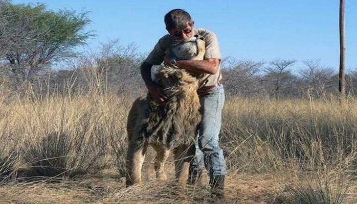 11 ildir aslanla dostluq edən adam