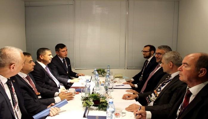 Министр обороны АР Закир Гасанов обсудил военное сотрудничество со своим чешским коллегой