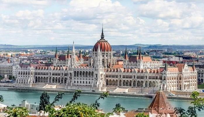 Macarıstanda dörd uşağı olan ailələr gəlir vergisindən azad ediləcəklər