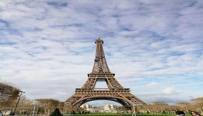 Мэр Парижа предложила разместить бездомных в городской ратуше