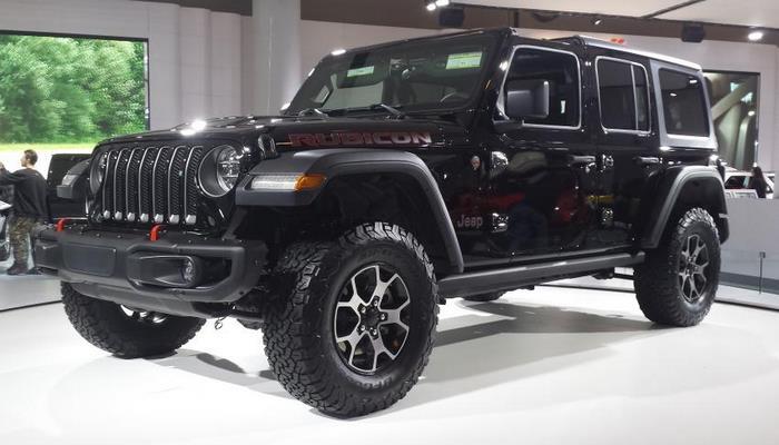 Тюнеры показали доработанный Jeep Wrangler со светодиодной решеткой