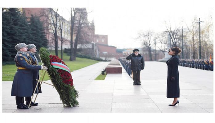 Первый вице-президент Мехрибан Алиева посетила могилу неизвестного солдата в Москве