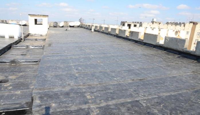 В Баку начался ремонт кровель 380 многоквартирных зданий