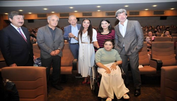 Nizami Kino Mərkəzində görkəmli şair Andrey Dementyevin xatirəsinə həsr edilmiş filmin təqdimatı olub