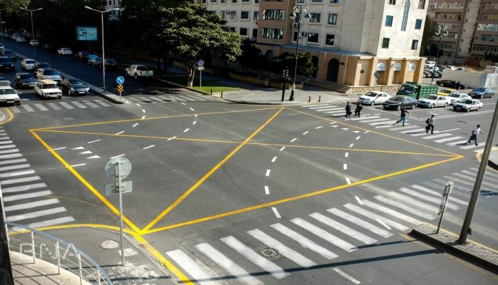 В Баку впервые организован четырехсторонний пешеходный переход