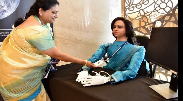 Индия отправит вкосмос безногого робота-женщину